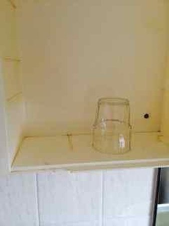 Devoncourt Resort & Apartments: Badly stained inside of bathroom cabinet