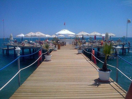 Baia Lara Hotel : The beautiful promenade ������