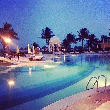 Secrets Capri Riviera Cancún: Pool at night