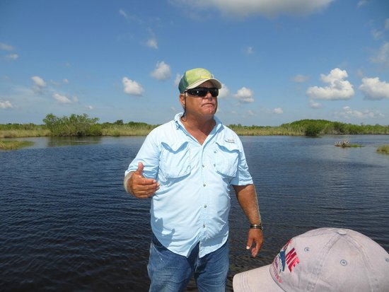 Speedy's Airboat Tours: Captain Kevin explaining some of the sights