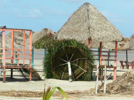 Praia do Pesqueiro : Barraca em construção