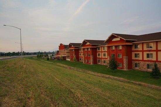 Holiday Inn Express Hotel & Suites Kalispell : Vista trasera del hotel