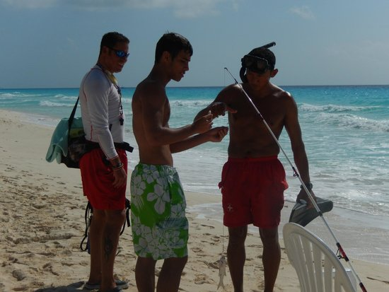 The Royal Caribbean : Julio and the lifeguards helping us out
