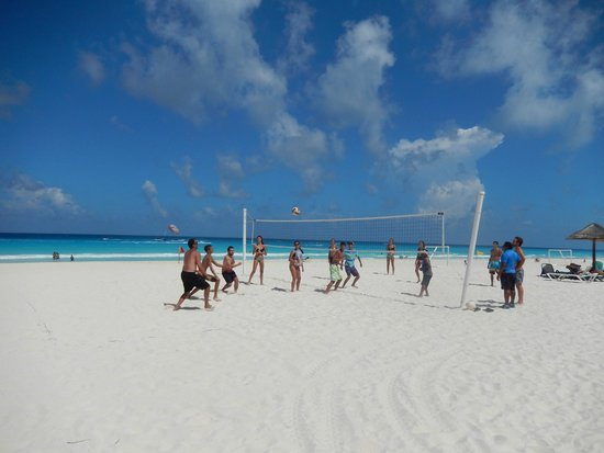 The Royal Caribbean : Beach volleyball organized by the Caribbean