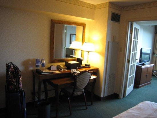 Niagara Falls Marriott Fallsview Hotel & Spa: Desk Area