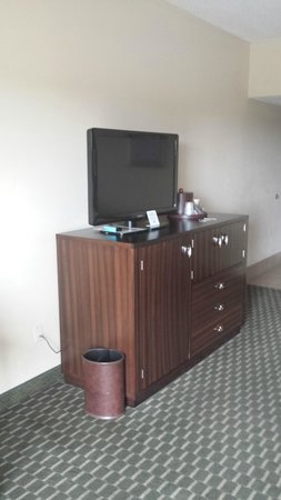 Best Western Plus Atlanta Airport-East: TV cabinet w/frig and microwave hidden