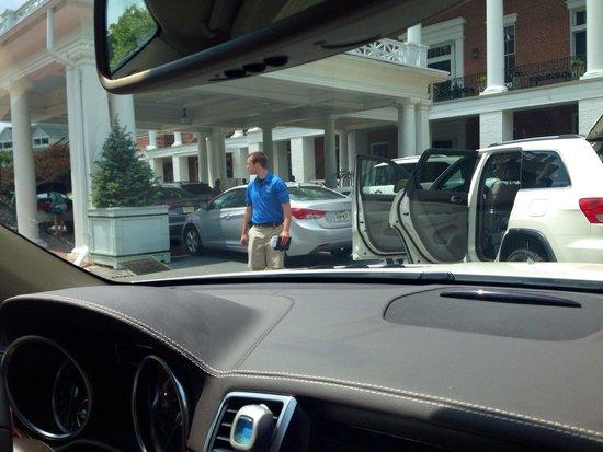 Omni Bedford Springs Resort : The valet wait!!
