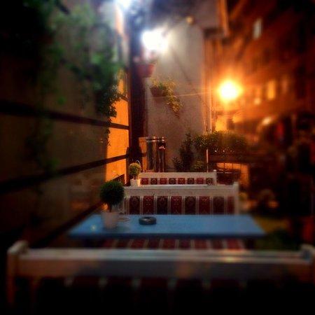Blue Istanbul Hotel: Место во дворе отеля )