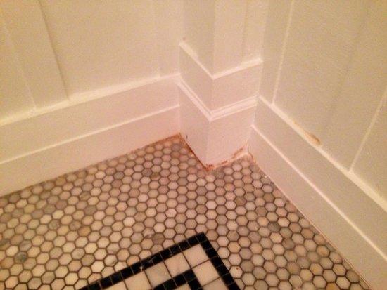 Omni Bedford Springs Resort : Enhance pic for nasty corner!