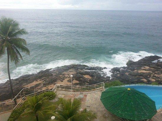 Mercure Salvador Rio Vermelho: Vista do apartamento, área da piscina e vista do restaurante