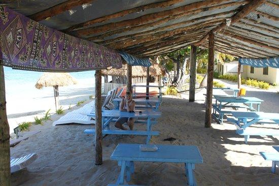 Mana Lagoon Backpackers: Beach Restaurant
