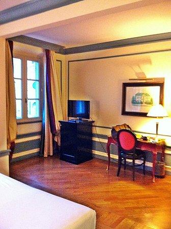Santa Maria Novella Hotel: Spacious room