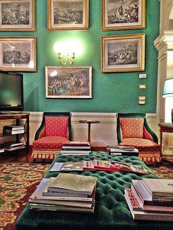 Santa Maria Novella Hotel: Lovely library room