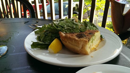 Dundee Arms Inn Restaurant and Pub: Quiche