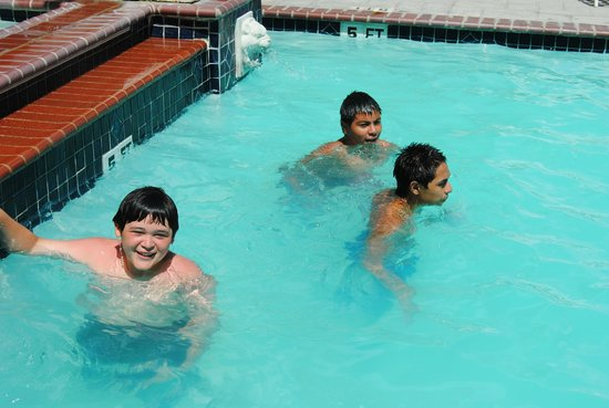 Lighthouse Inn at Aransas Bay: Deep enough pool for everyone