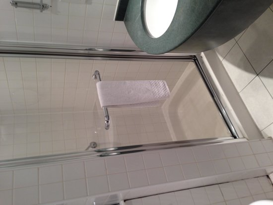 Hilton Garden Inn Birmingham Brindleyplace: Room 633 - Bathroom