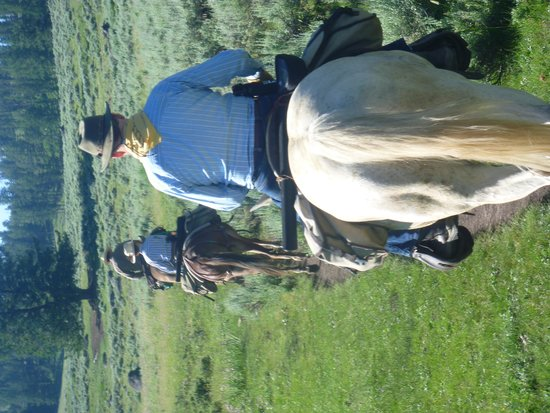 Skyline Guest Ranch and Guide Service: Horseback Ride