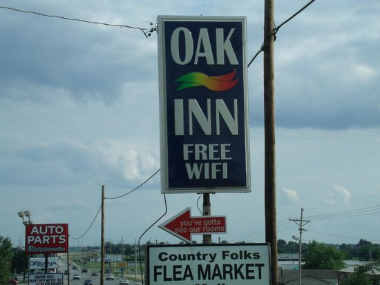 Buffalo MO Oak Inn Sign on Hiway 65