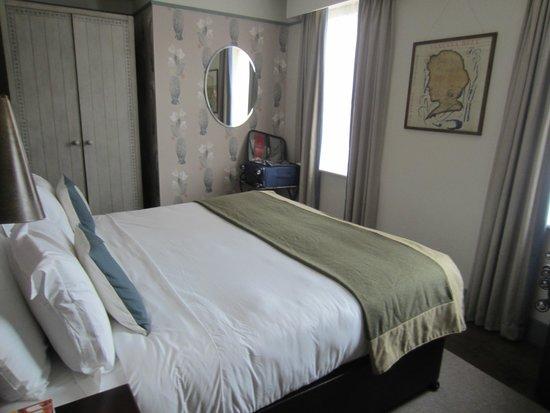 Morton Hotel : Bedroom I (master) in Charleston Apartment