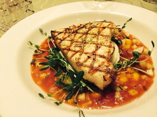 Stoudt's Black Angus Restaurant & Brew Pub: Grilled swordfish and tropical gazpacho