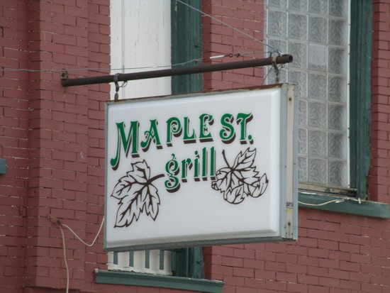‪‪Buffalo‬, ‪Missouri‬: Buffalo MO Maple St Grill Sign‬