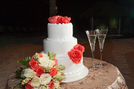 Paradisus Palma Real Golf & Spa Resort : Cake and Bridal Bouquet