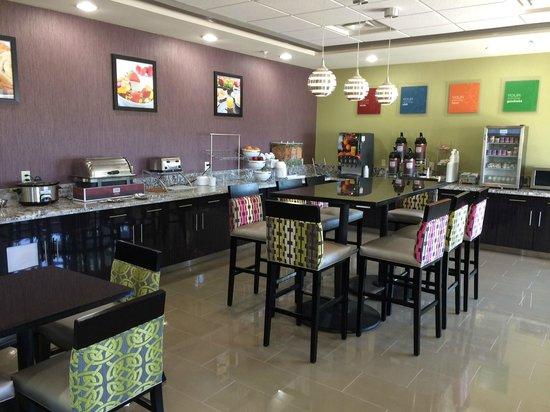 Comfort Inn & Suites Artesia: Breakfast area