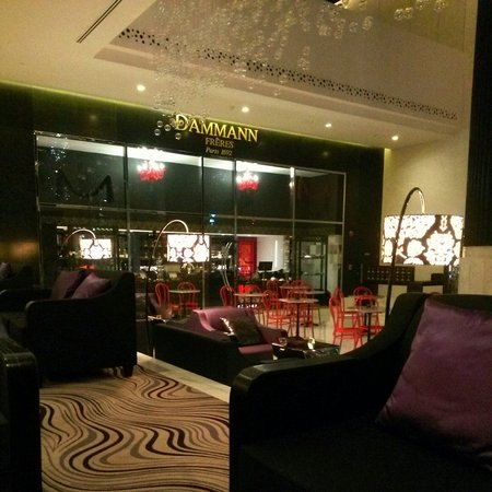Sofitel Abu Dhabi Corniche: The lobby