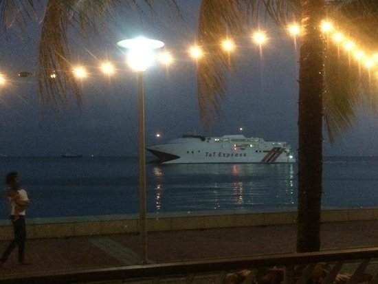The Waterfront Restaurant: Watching the Tobago ferry pass by