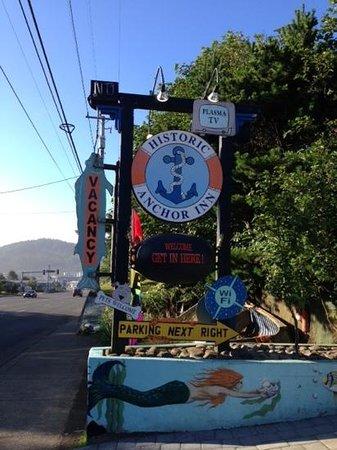 Historic Anchor Inn: sign off the 101