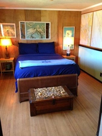 Historic Anchor Inn : bedroom in upstairs suite