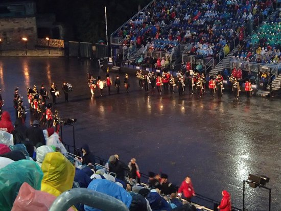 The Royal Edinburgh Military Tattoo: Besides photos I have some videos. It´s hard to capture it all in photos!