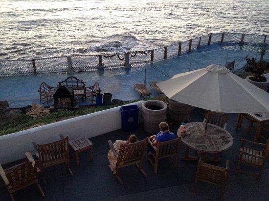 The Inn at Sunset Cliffs : Ocean front patio.