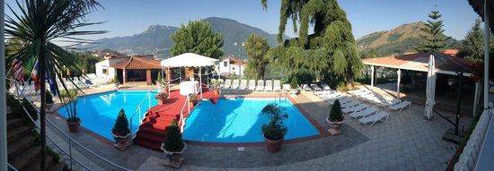 Hotel Diecimare: Piscina e vista