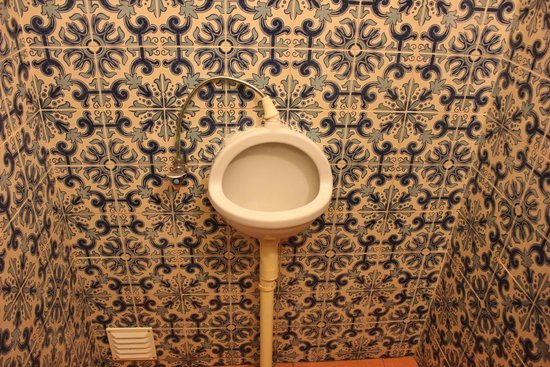 Vila Infanta: men's room