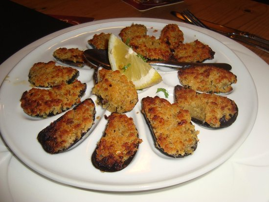 Morans Oyster Cottage: Baked mussels