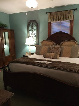 Carriage Way Bed & Breakfast: Tourmaline room - just beautiful!