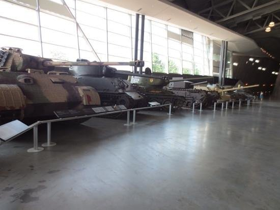 Canadian War Museum: a whole floor dedicated to tanks, guns & transport