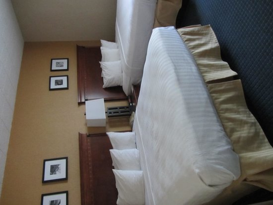 Country Inn & Suites By Carlson, Traverse City : The bedroom