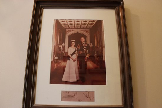 Devon House: Елизаветта посетила девон хаус в 70-х