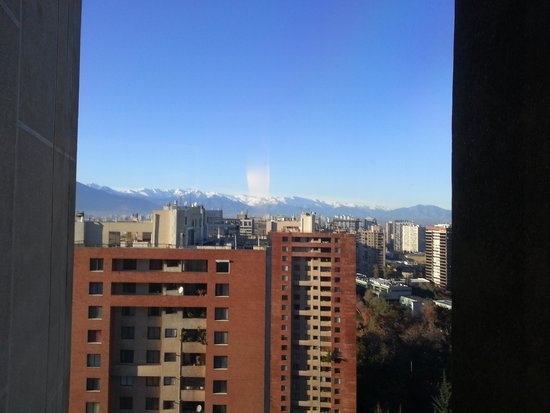 Crowne Plaza Santiago: View of Mountains from Hotel Window