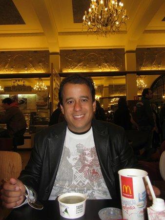 McDonalds Porto : Interno