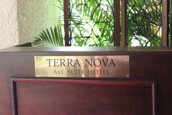Terra Nova All Suite Hotel: вход