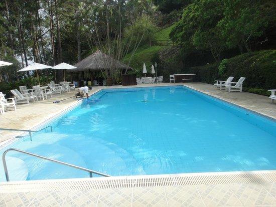 Hotel e Fazenda Rosa dos Ventos: Piscina do prédio principal.