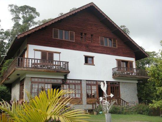 Hotel e Fazenda Rosa dos Ventos: Prédio do alto, onde nos hospedamos.