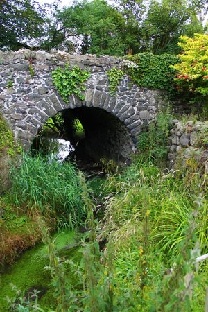 Crumlin, UK: The stone bridge next to Gravel Bank