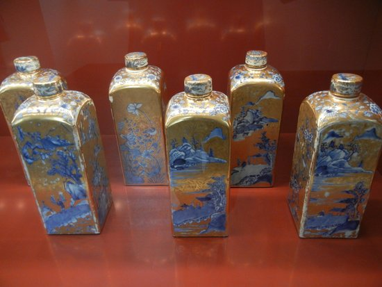 Munich Residence (Residenz Munchen): Hand-painted Chinese flasks