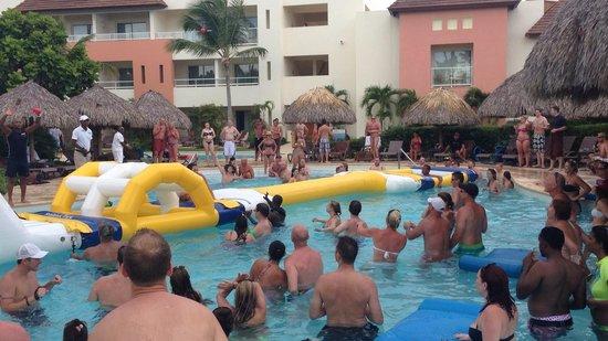 Secrets Royal Beach Punta Cana : Pool party