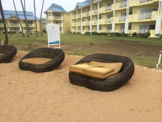 Magdalena Grand Beach & Golf Resort: Beach furniture
