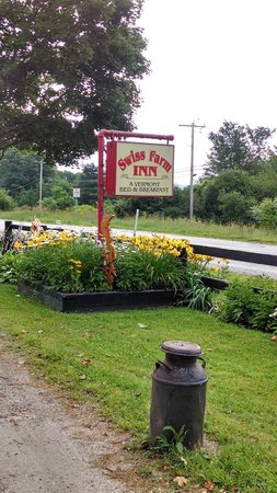 Swiss Farm Inn: Outdoors